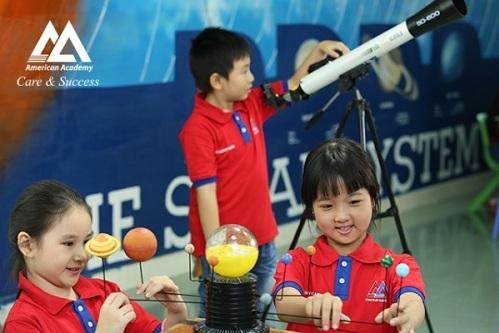 Việc học ngoại ngữ sẽ giúp não bộ của trẻ phát triển tốt hơn.