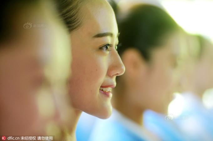 <p> Mỉm cười sao cho nhã nhặn và duyên dáng cũng là một kỹ năng học viên ở đây được dạy.</p>