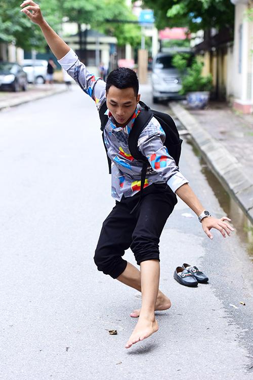 <p> Ngô Thanh Việt ở Việt Trì - Phú Thọ thi diễn viên, được sự hướng dẫn của thầy nên bạn diễn tình huống qua sông khá tự tin.</p>