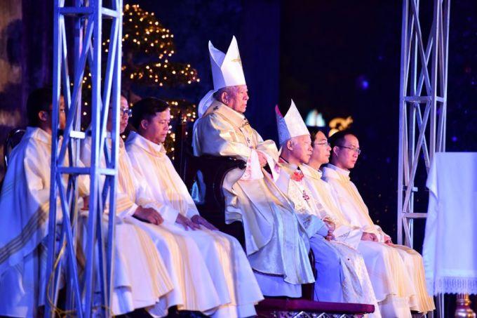 """<p class=""""Normal""""> 23h, tại Nhà thờ lớn, việc chuẩn bị cho nghi thức mừng Chúa Giáng sinh đã hoàn tất.</p>"""