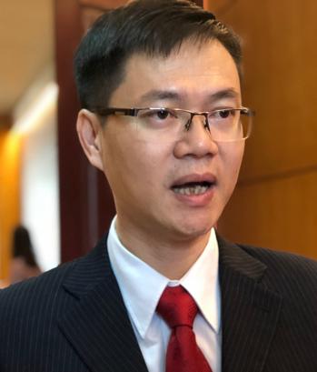 PGS Phạm Văn Hùng tại lễ trao giải.
