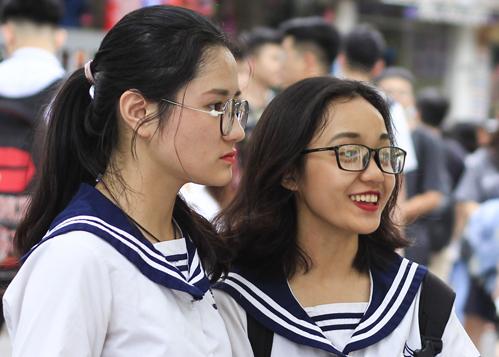 Thí sinh tham gia kỳ thi THPT quốc gia 2018 tại điểm thi THPT Nghĩa Tân (Cầu Giấy, Hà Nội). Ảnh: Dương Tâm