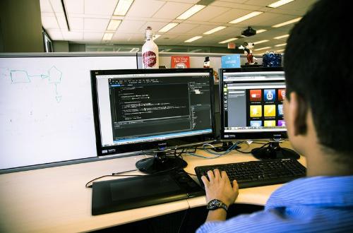 Lập trình viên là một nghề thuộc lĩnh vực Khoa học máy tính. Ảnh: studenthub.