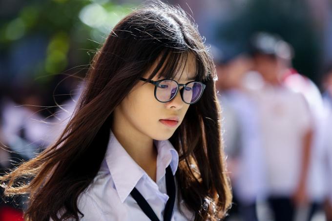"""<p class=""""Normal""""> Thời tiết Sài Gòn sáng khai giảng dịu mát, cái nắng nhẹ như làm """"tỏa sáng"""" nét đẹp dịu dàng của các nữ sinh.</p>"""