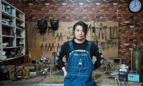 Geng Shuai trong nhà xưởng ở ngoại ô Bắc Kinh hôm 4/11. Ảnh: Washington Post.