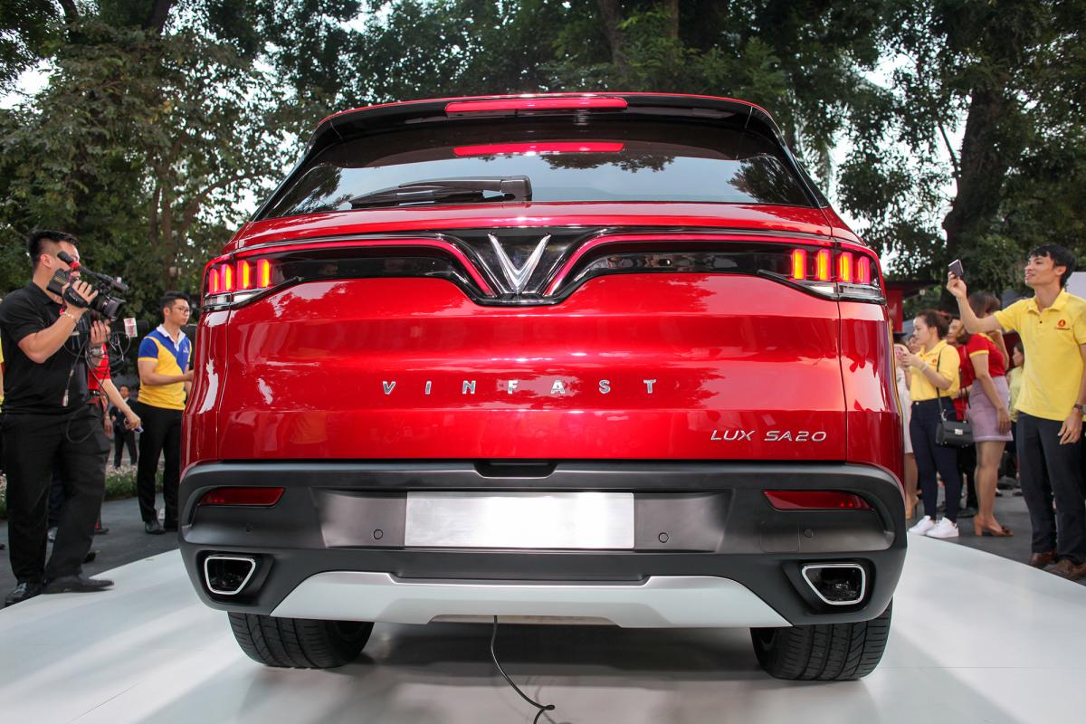 VinFast SA VnE 0679 1542729438 VinFast Lux SA2.0 - xe 7 chỗ giá gần 2 tỷ