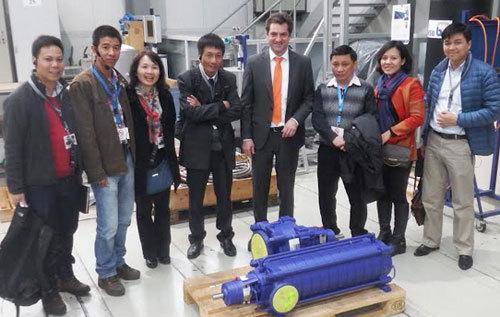 Nhóm nghiên cứu tiếp cận công nghệ bơm không cần nước. Ảnh: NVCC.