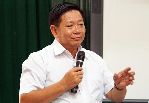 Ông Lương Văn Định, Hiệu trưởng trường THPT Võ Trường Toản. Ảnh: Mạnh Tùng.