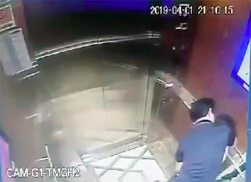 Người có hành vi sàm sỡ bé gái trong thang máy được xác định là ông Nguyễn Hữu Linh - nguyên Viện phó Viện kiểm sát nhân dân thành phố Đà Nẵng.