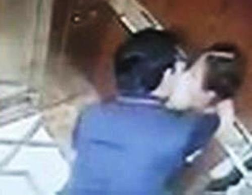 Ông Linh sàm sỡ bé gái trong thang máy.