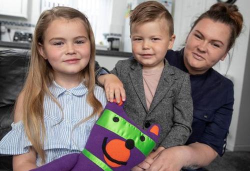 Jaydee-Lee đã cứu mạng mẹ Lindy Burke và em trai 4 tuổi. Ảnh: Wales & West Utillity/ Wales News Service.