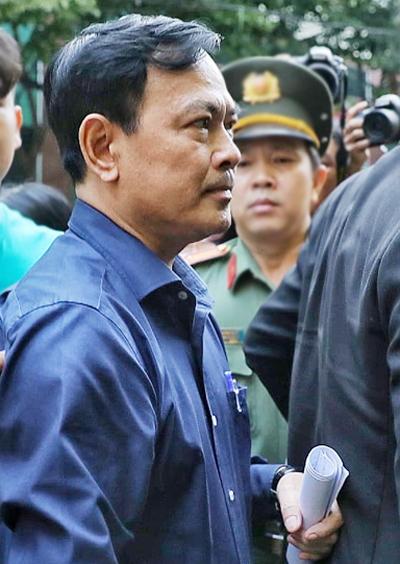 Nguyễn Hữu Linh đến tòa sáng 23/8. Ảnh: Hữu Khoa.