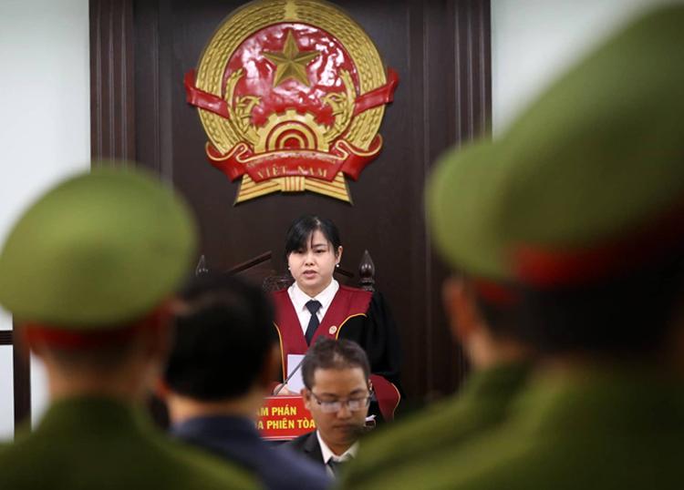 Thẩm phán Nguyễn Thị Thanh Thảo tuyên án. Ảnh: Hữu Khoa.