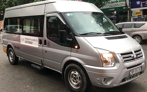 Xe For Transis chở bé Long và 12 học sinh khác. Ảnh: Phạm Dự.
