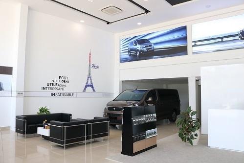 Không gian hiện đại và sanng trọng trong showroom Peugeot Nha Trang.