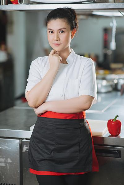 Kim Thư đứng bếp và quản lý nhà hàng trong thời gian đầu.