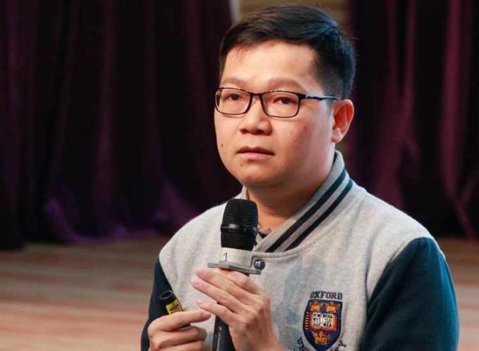 TS Nguyễn Chí Hiếu chia sẻ tại hội thảo. Ảnh: Dương Tâm