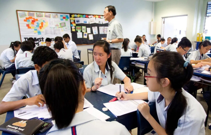 Why are Singaporeans so good in English (Foreign Language)?