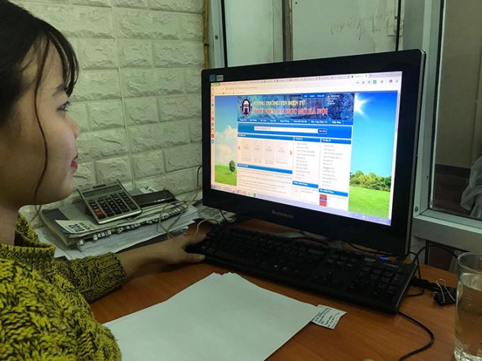 Sinh viên Đại học Mở Hà Nội được yêu cầu học trực tuyến tại nhà trong thời gian nghỉ. Ảnh: Ngọc Anh