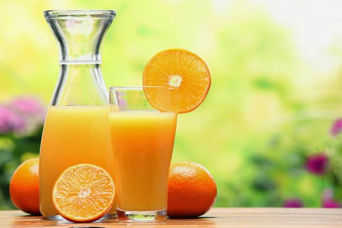 Nước ép cam tươi nhiều vitamin C giúp tăng đề kháng, phòng nhiều bệnh. Ảnh: Rawfoodsolution.