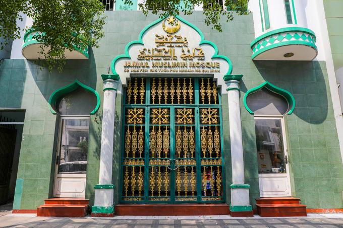 Thánh đường Hồi giáo Jamiul Islamic trên đường Nguyễn Văn Trỗi, quận Phú Nhuận phải đóng cửa ngày 17/3 do bệnh nhân 61 từng đến đây dự lễ. Ảnh: Quỳnh Trần.