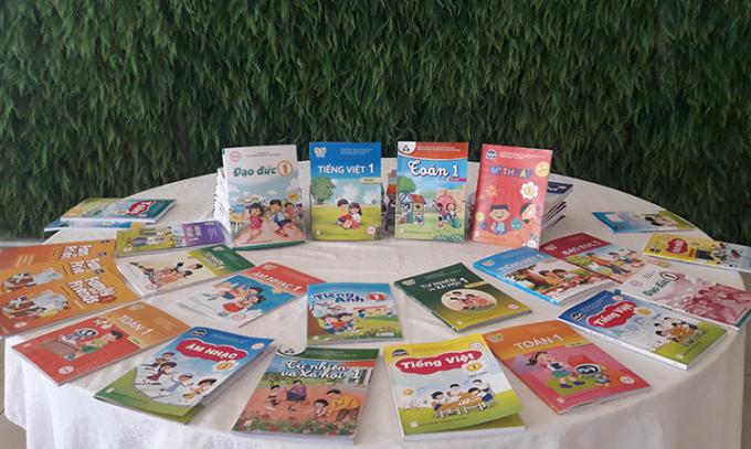 Một số sách giáo khoa mới của Nhà xuất bản Giáo dục. Ảnh: Thanh Hằng.