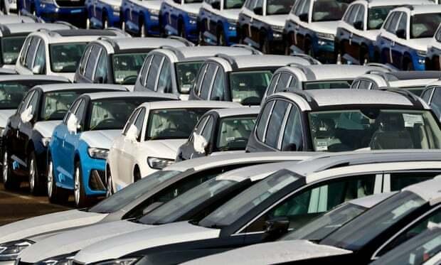 Doanh số ô tô ở Anh đang sụt giảm. Ảnh: Gareth Fuller/PA