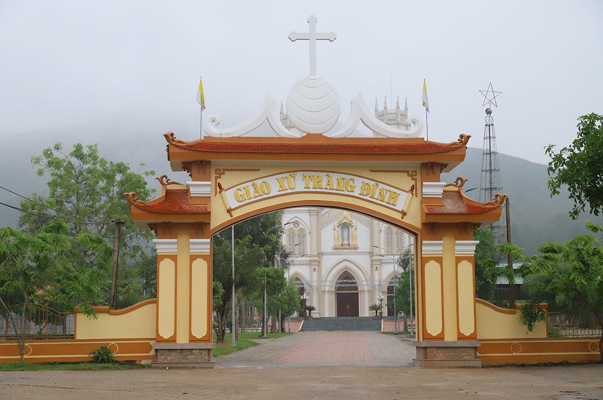 Giáo xứ Tràng Đình, nơi tổ chức lễ với sự tham gia của hơn 300 người sáng 5/4. Ảnh: Đức Hùng