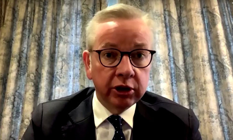 Bộ trưởng Văn phòng Nội các Anh Michael Gove nói về tình trạng sức khỏe của Thủ tướng Johnson trong lúc tự cách ly tại nhà hôm nay. Ảnh: Reuters.