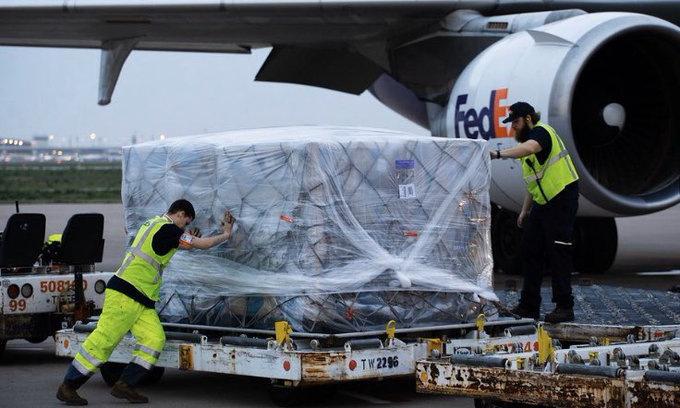 Lô hàng chuyển từ Việt Nam đến Mỹ ngày 8/4. Ảnh: Twitter/Donald J. Trump.