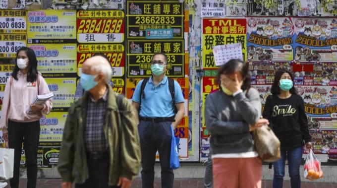 Tỷ phú Hong Kong phát 10 triệu khẩu trang