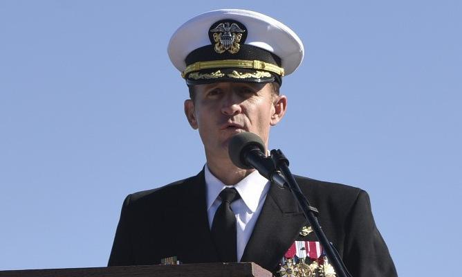 Mỹ có thể phục chức cựu hạm trưởng tàu sân bay