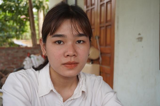 Khát vọng trở thành giáo viên của Xuyết trở nên mong manh trước vì đại dịch. Ảnh: Trần Hóa.