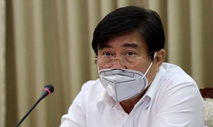 Ông Nguyễn Thành Phong trong cuộc họp về phòng chống Covid-19 tại TP HCM, hồi tháng 3. Ảnh: Trung tâm báo chí TP HCM.