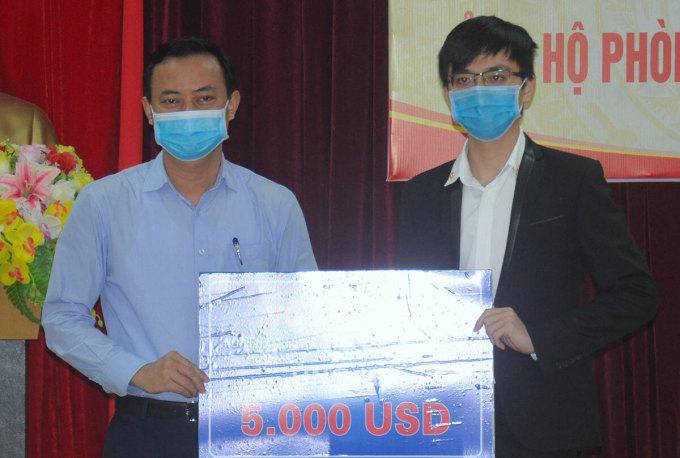 Nghiên cứu sinh Mỹ ủng hộ 5.000 USD chống dịch
