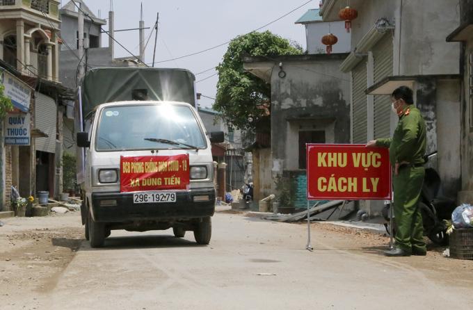 Thôn Đông Cứu với gần 1.900 hộ dân đang được cách ly y tế. Ảnh: Nguyễn Hữu.