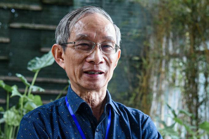 Thầy Nguyễn Xuân Khang trong một sự kiện tại trường Marie Curie. Ảnh: Trang Linh.