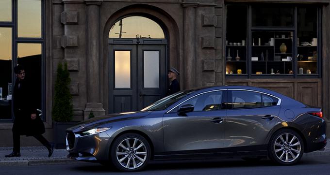Mazda3 phiên bản 2020 thu hút mọi ánh nhìn với thiết kế động đặc sắc.