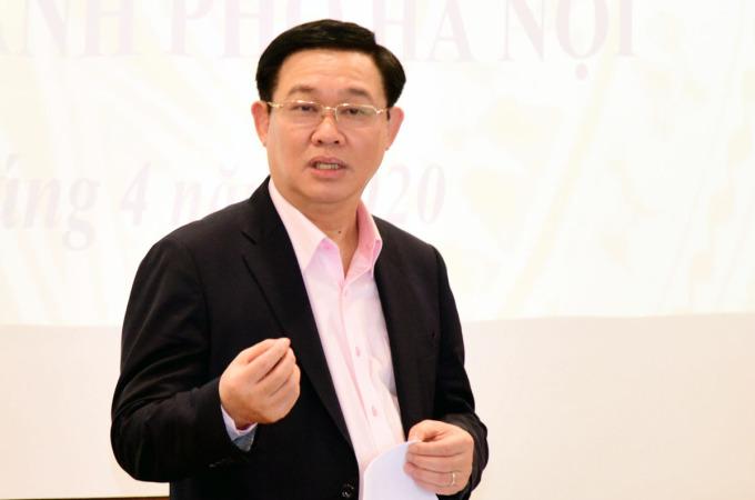 Bí thư thành uỷ Hà Nội Vương Đình Huệ tại buổi đối thoại với doanh nghiệp chiều 16/4. Ảnh: Trọng Toàn.