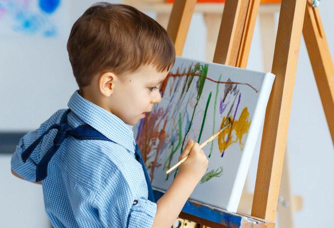 Trẻ tư duy bán cầu não phải có thiên hướng nghệ thuật. Ảnh: Shutterstock.