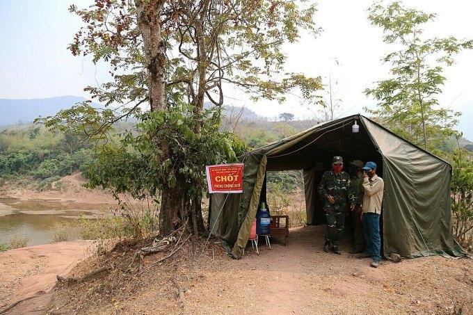 Chốt chống dịch của biên phòng Quảng Trị bên dòng Sê Pôn ở xã Thanh.