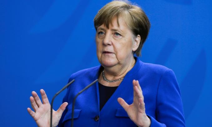 Thủ tướng Merkel họp báo tại Berline hôm 20/4. Ảnh: Reuters.