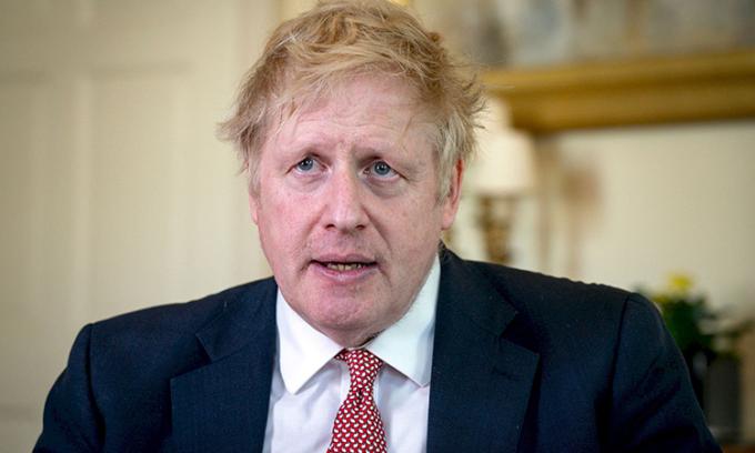 Thủ tướng Boris Johnson cảm ơn Dịch vụ Y tế Quốc gia Anh (NHS) trong video đăng ngày 12/4. Ảnh:Reuters.