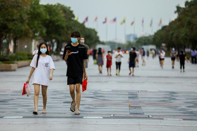 Người dân TP HCM trong những ngày cách ly xã hội. Ảnh: Quỳnh Trần.