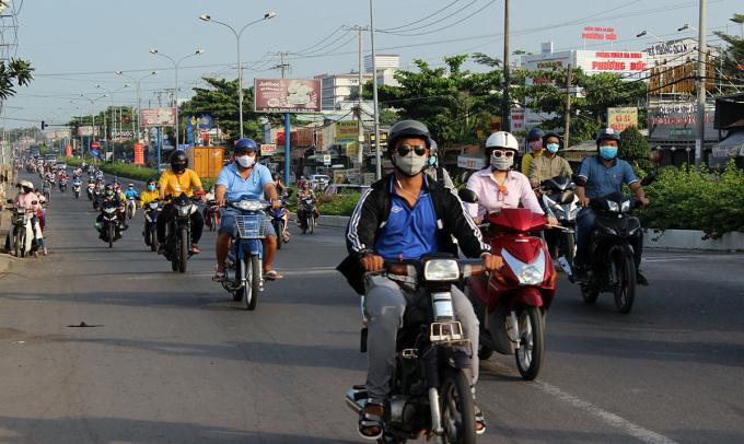 Giao thông trên đường Nguyễn Văn Linh ở quận Ninh Kiều sáng 23/4. Ảnh: Cửu Long
