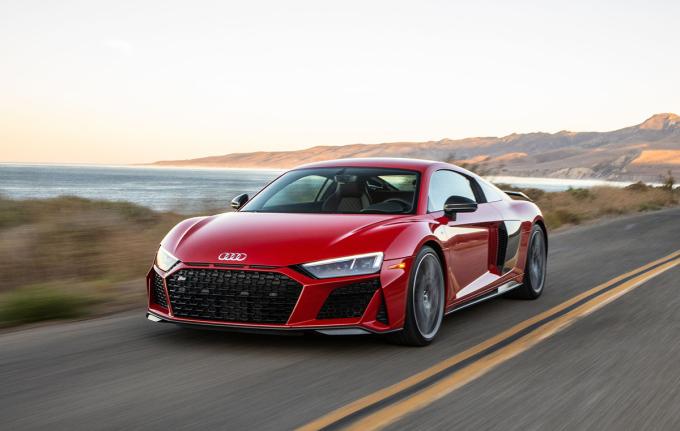 Audi R8 hiện sử dụng động cơ V10. Ảnh: Lamborghini