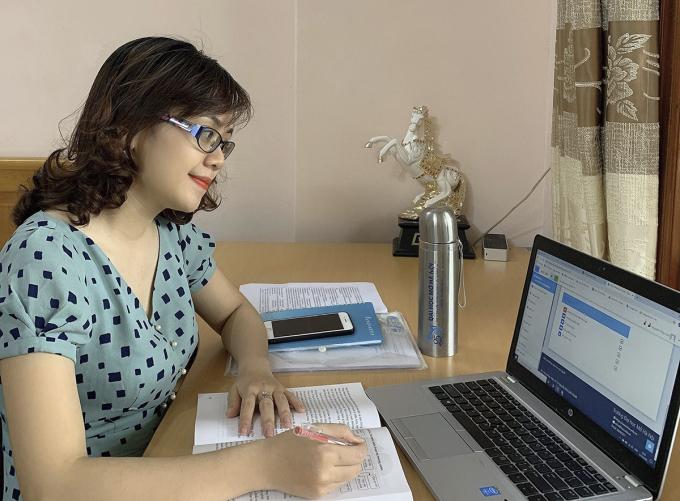 Giảng viên bắt nhịp nhanh với dạy trực tuyến