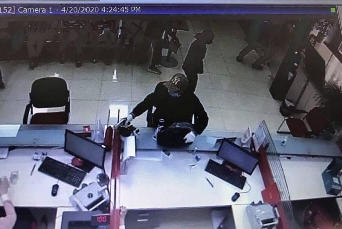 Tên cướp giơ súng tại ngân hàng bị bắt