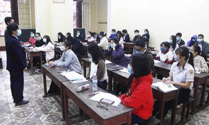 Trường học gặp khó khi giãn cách học sinh