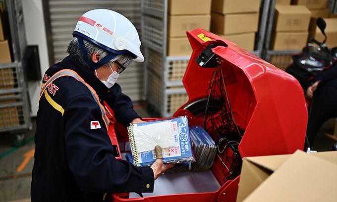 Nhật phát hiện 300.000 khẩu trang lỗi
